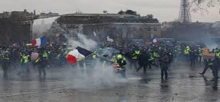 Media Kecam Serangan Rompi Kuning atas Insan Pers Prancis